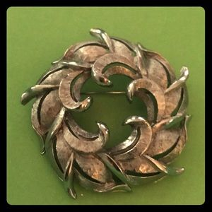 Vintage silver wreath brooch
